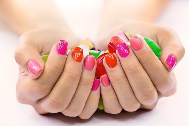 smalto unghie colorato