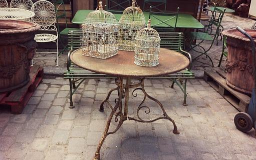Tavolo in ferro con gabbiette