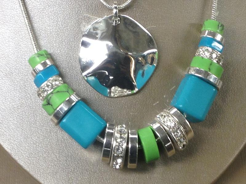 collana verde e blu