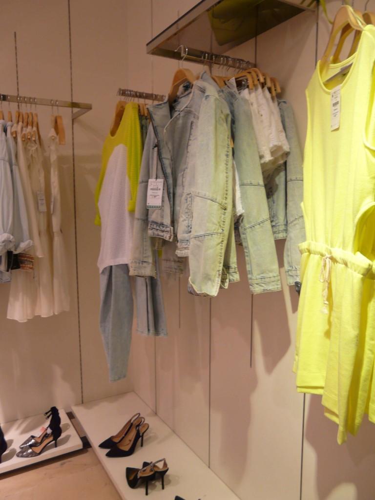 giallo fluo e jeans