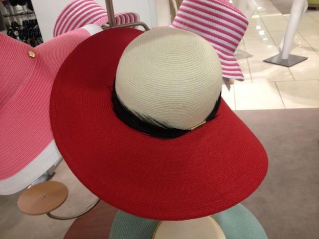 cappello falde larghe rosso