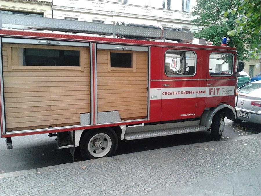 surfisti_a_berlino_camionpompieri