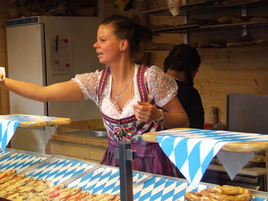 Oktoberfest_dirndl