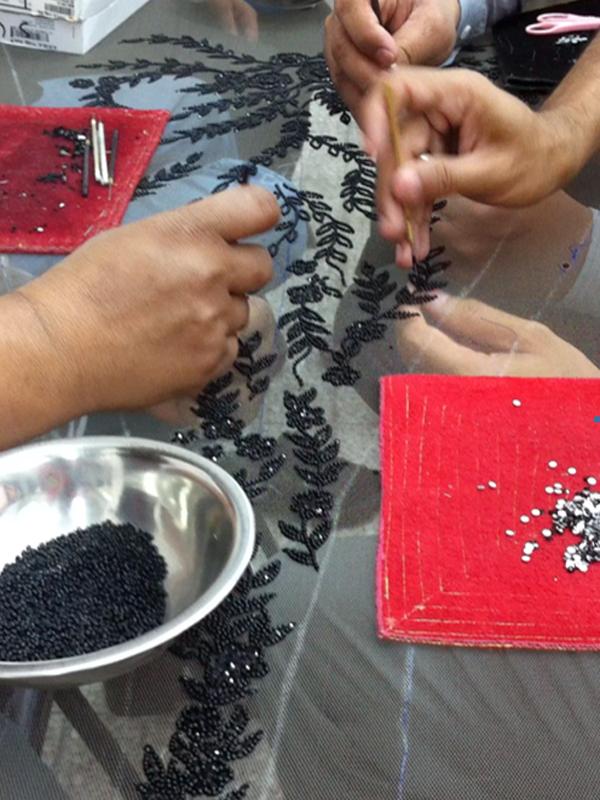 Show room sceikke - Lavorazione tessuti e ricami