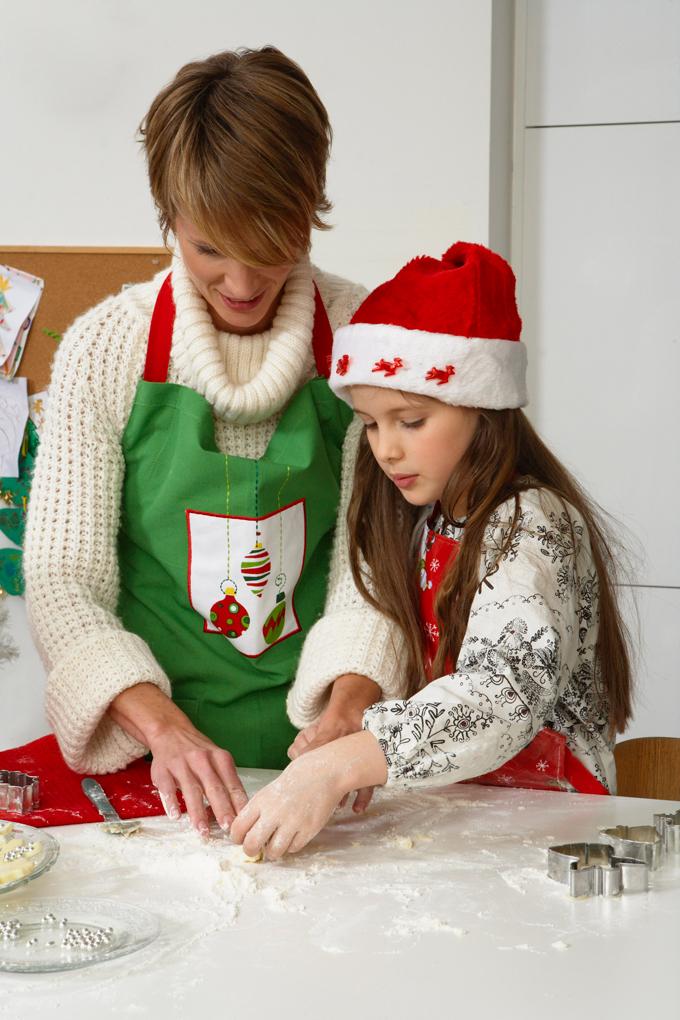 Preparare biscotti con i bambini