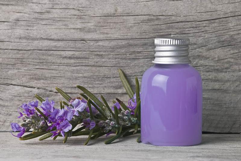 Rimedi naturali per capelli grassi  - Shampoo al rosmarino