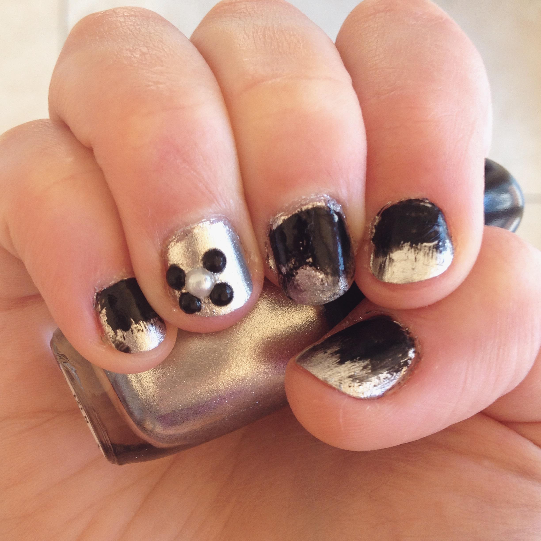 nail art silver black
