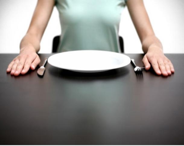 mani a tavola lifestyle