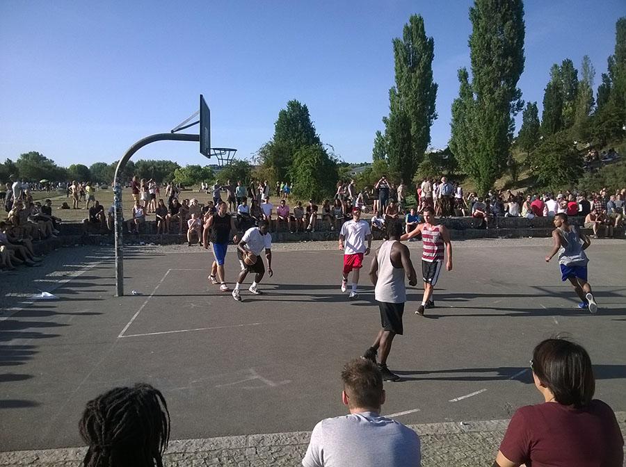 mauer_basket