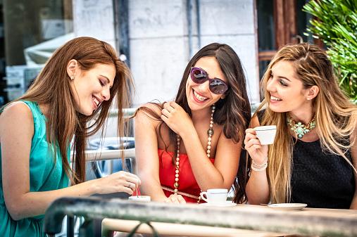 amiche caffè lifestyle