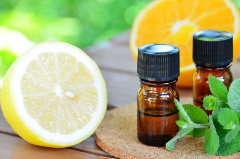 Olii essenziali al limone e al mandarino