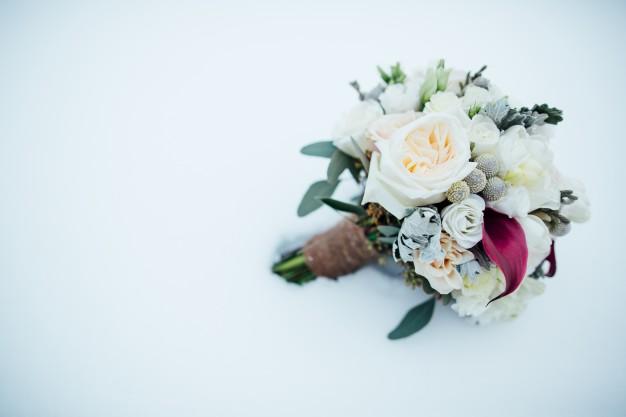 il bouquet per la sposa in un matrimonio invernale